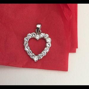 Jewelry - ⭐️Free⭐️Heart Pendant
